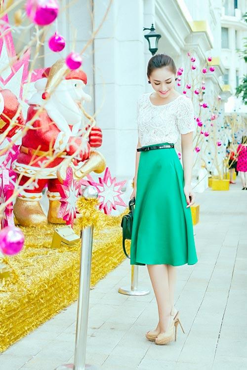 Mẫu Việt trẻ trung trên phố Giáng sinh - 7