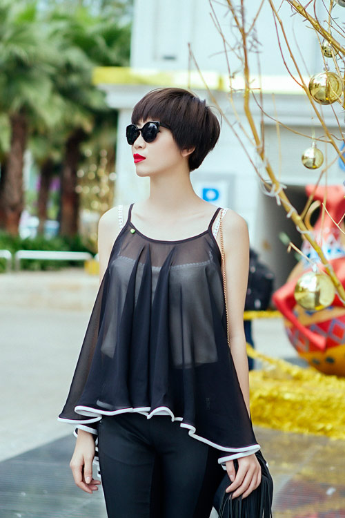 Mẫu Việt trẻ trung trên phố Giáng sinh - 8