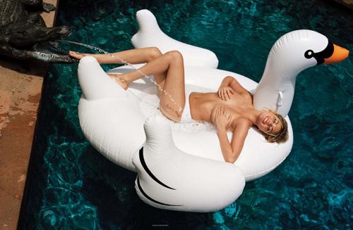 """Kate Upton không ngừng khoe ngực """"khủng"""" - 10"""