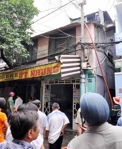 TP.HCM: Cháy nhà sát chợ, tiểu thương nháo nhào - 2