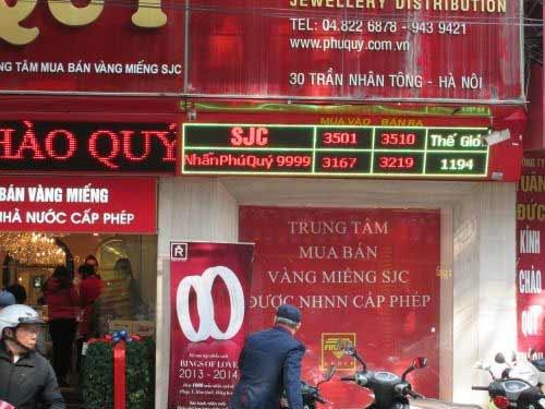 """Hà Nội: Cận cảnh giao dịch ở """"phố vàng"""" - 7"""