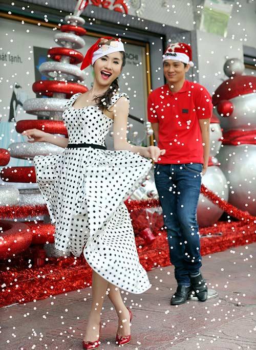 Nguyệt Ánh tươi rói trên phố đón Noel - 13