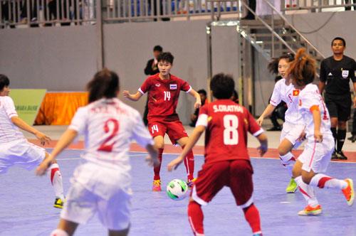 Futsal nữ VN không thể lật đổ người Thái - 1