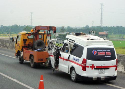 Hiện trường xe cấp cứu gặp nạn, 3 người chết - 5