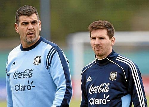 Barca: Không Messi, phải giữ Iniesta - 2