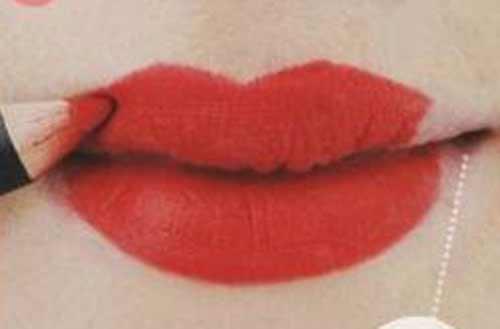 6 bước kẻ môi đỏ tuyệt đẹp đón Giáng sinh - 2