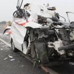 Tin tức trong ngày - Xe cứu thương đâm xe tải, 3 người tử vong