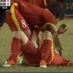 Bóng đá - Video: Nữ Thái Lan phạm lỗi thô bạo