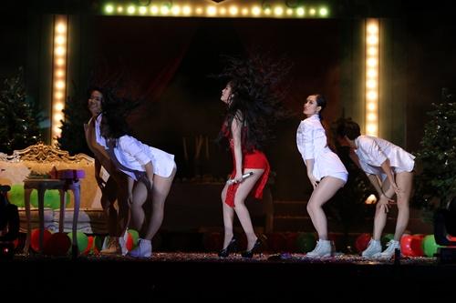 """Bảo Thy diện """"cây đỏ"""" bùng nổ trên sân khấu - 3"""