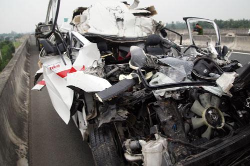 Hãi hùng lời kể nạn nhân vụ xe cấp cứu đâm xe tải - 2