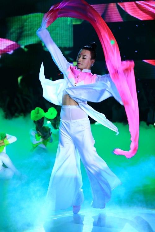 Hồ Quỳnh Hương trở lại đẹp dịu dàng - 7