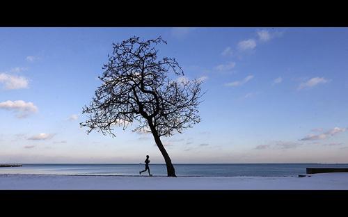 Ảnh ấn tượng: Thiếu nữ TQ múa cột dưới trời lạnh - 8
