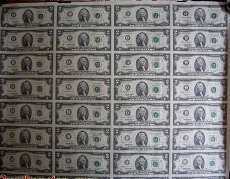 2 USD dính nhau giá hàng chục triệu đồng - 1