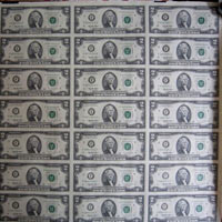 2 USD dính nhau giá hàng chục triệu đồng