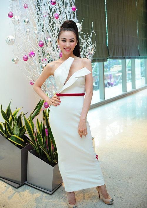 """Kiều nữ Việt khoe ngực """"tưng bừng"""" tuần qua - 5"""