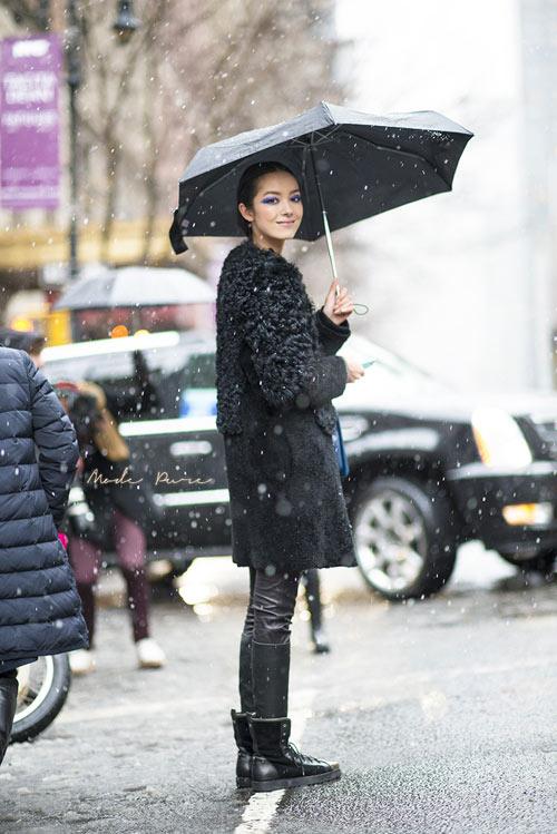 Cô gái Á rạng rỡ trong không khí lạnh giá - 13