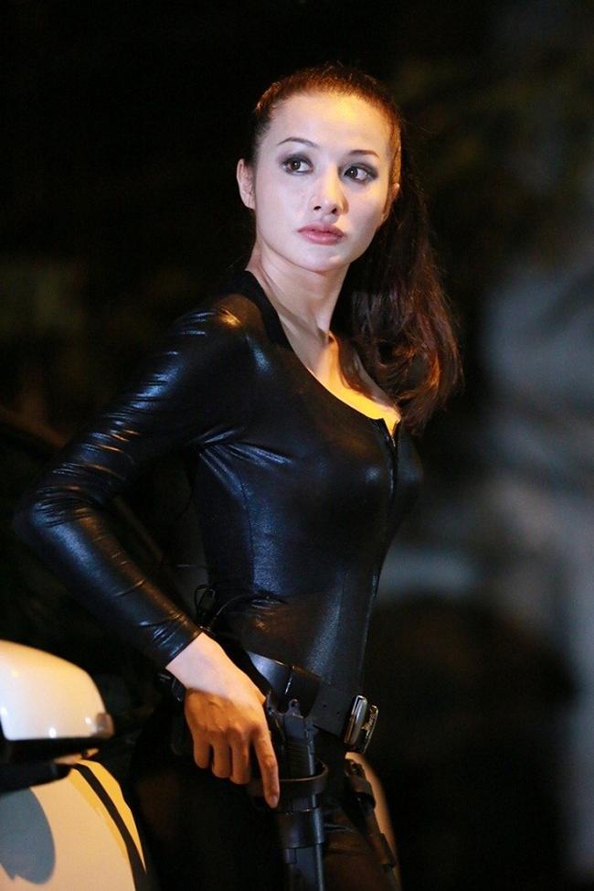 Cô chạm ngõ điện ảnh với vai phụ trong Tam nam vẫn phú năm 2009