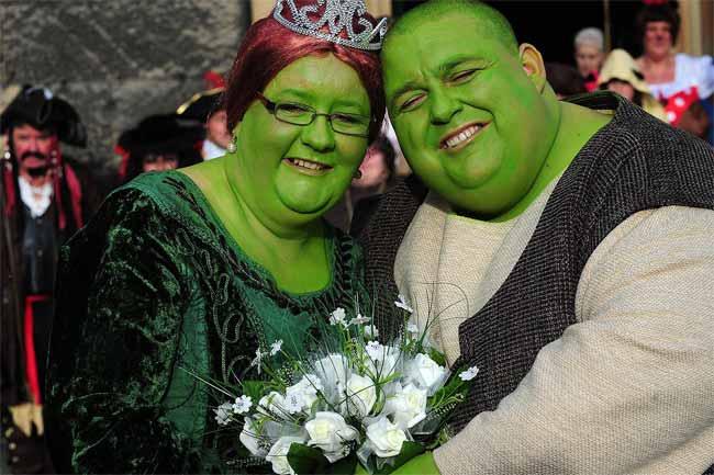 """Đám cưới của hai """"chằn tinh da xanh"""" - 4"""
