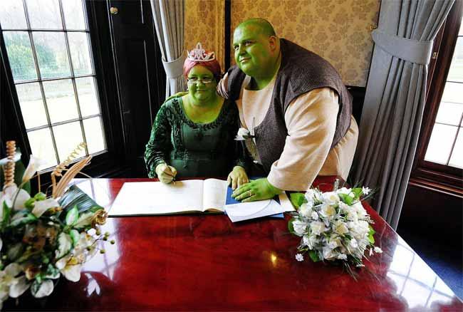 """Đám cưới của hai """"chằn tinh da xanh"""" - 3"""