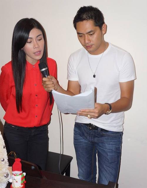 Uyên Trang, Phi Nhung đón Noel với buôn làng - 2