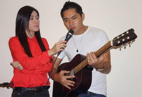 Uyên Trang, Phi Nhung đón Noel với buôn làng - 5