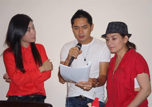 Uyên Trang, Phi Nhung đón Noel với buôn làng - 11