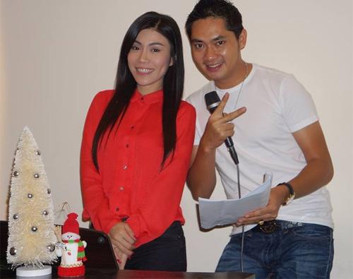 Uyên Trang, Phi Nhung đón Noel với buôn làng - 4