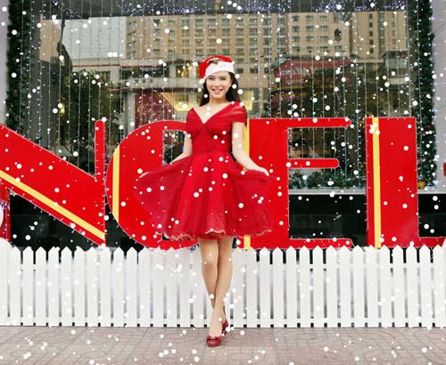 Hải Băng đỏ rực gợi cảm đón Noel - 1