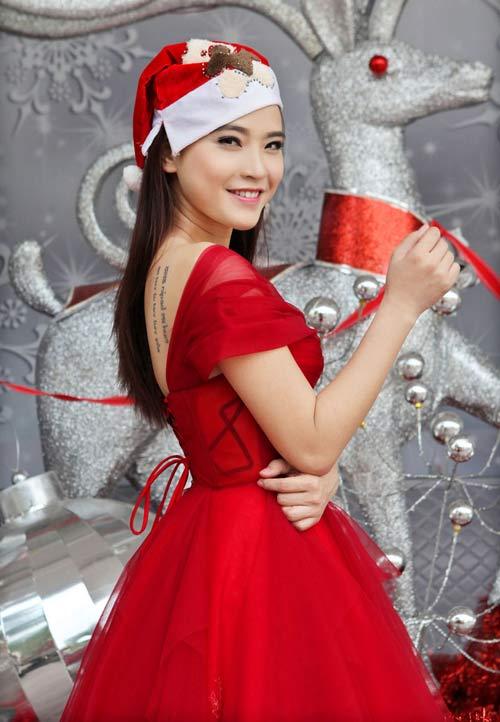 Hải Băng đỏ rực gợi cảm đón Noel - 12