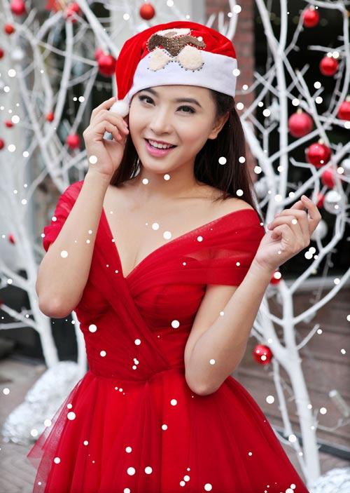 Hải Băng đỏ rực gợi cảm đón Noel - 3