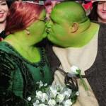 """Phi thường - kỳ quặc - Đám cưới của hai """"chằn tinh da xanh"""""""