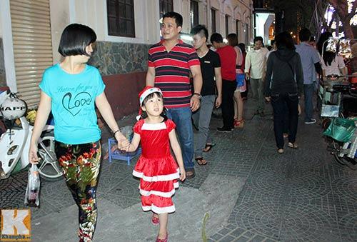 """Sài Gòn """"kẹt cứng"""" vì dòng người đón Noel sớm - 8"""