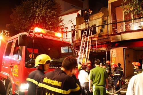 Đồng Nai: Cháy tiệm may bọc yên xe, 5 người chết - 1