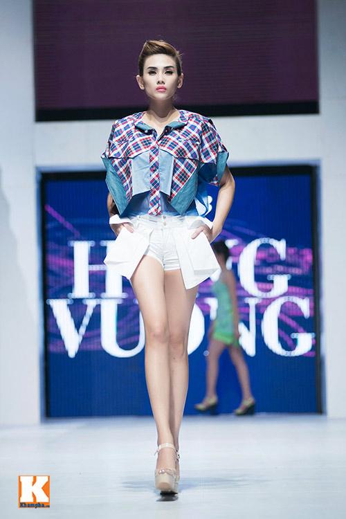 Hoàng Yến, Ngọc Hân đọ dáng trên sàn catwalk - 7