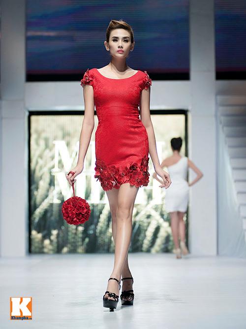 Hoàng Yến, Ngọc Hân đọ dáng trên sàn catwalk - 13