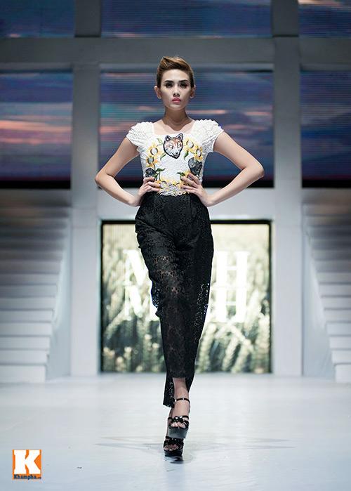 Hoàng Yến, Ngọc Hân đọ dáng trên sàn catwalk - 14