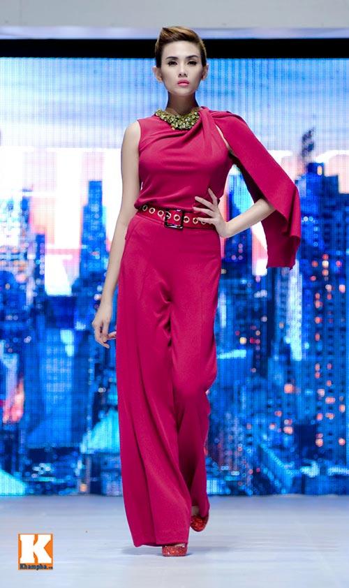 Hoàng Yến, Ngọc Hân đọ dáng trên sàn catwalk - 16