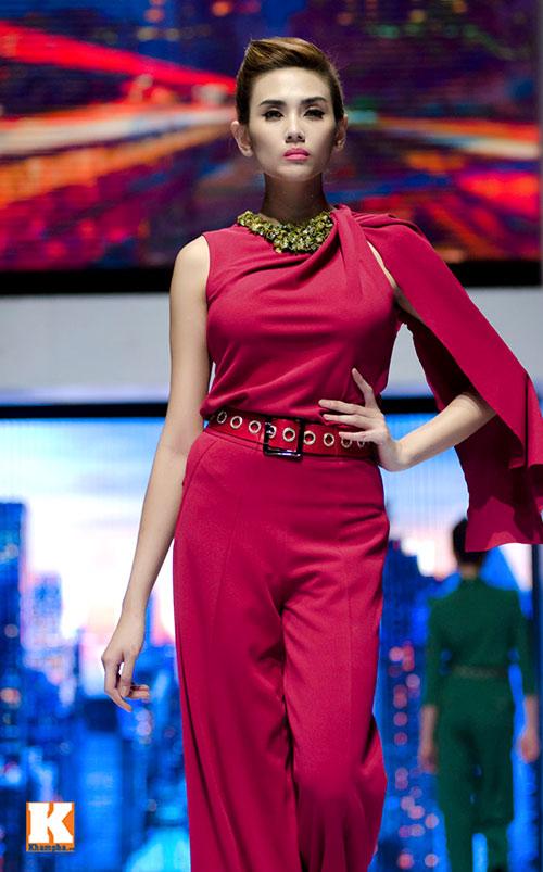 Hoàng Yến, Ngọc Hân đọ dáng trên sàn catwalk - 17