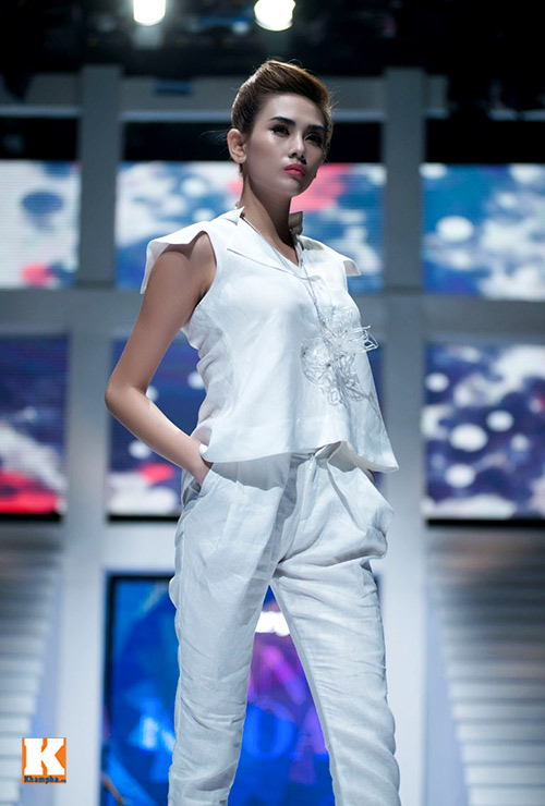 Hoàng Yến, Ngọc Hân đọ dáng trên sàn catwalk - 2