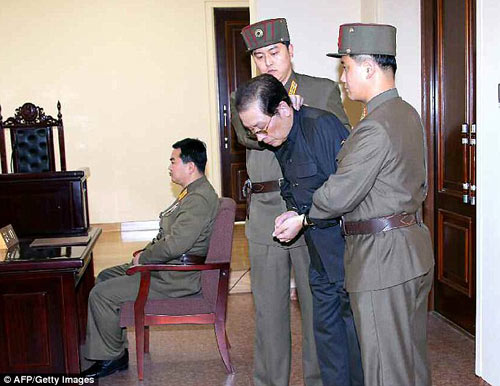 Chú Kim Jong-un làm liên lụy hàng trăm người thân - 1