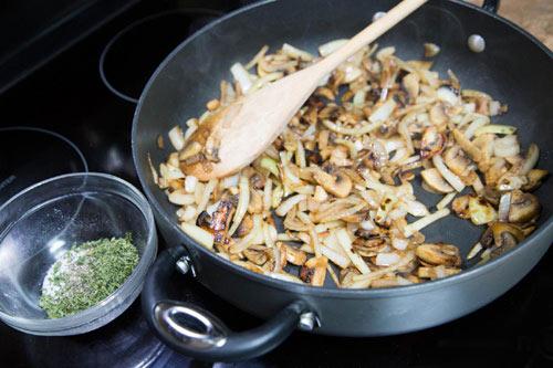 Thịt lợn cuộn nấm nướng lạ miệng - 4
