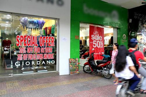 Hàng hiệu ế ẩm mùa mua sắm siêu khuyến mãi - 2