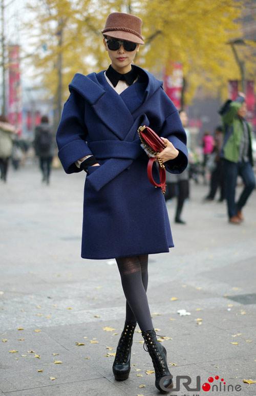 Áo khoác dạ xinh đẹp trên phố Hong Kong - 1