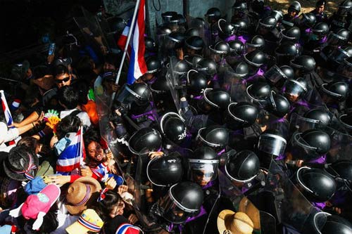 """Người biểu tình Thái Lan tìm cách """"phá"""" bầu cử - 1"""