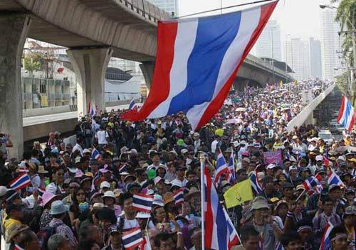"""Người biểu tình Thái Lan tìm cách """"phá"""" bầu cử - 2"""