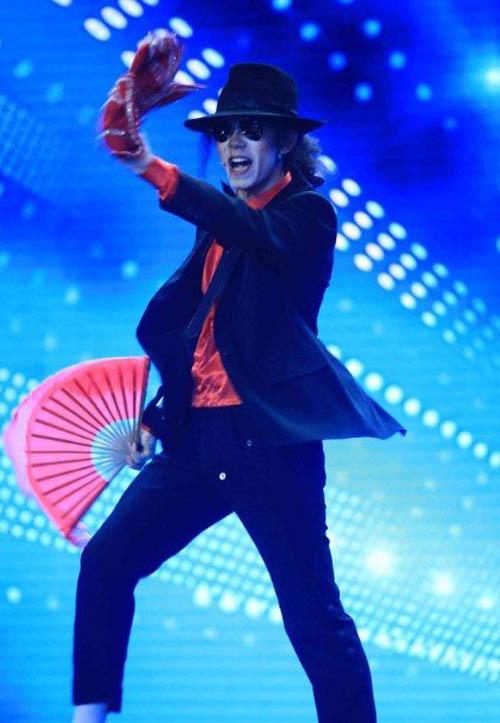 """""""Té ghế"""" vì Michael Jackson phiên bản Hoa - 2"""