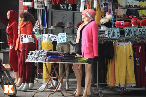 Đột nhập các khu chợ siêu rẻ ở Hà Nội - 4