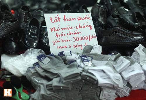 Đột nhập các khu chợ siêu rẻ ở Hà Nội - 11