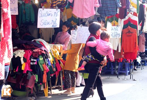 Đột nhập các khu chợ siêu rẻ ở Hà Nội - 6