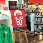 Thị trường - Tiêu dùng - Hàng hiệu ế ẩm mùa mua sắm siêu khuyến mãi